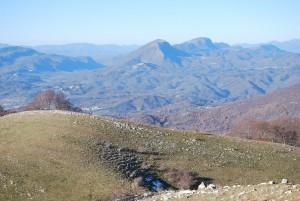 Monti Simbruini, sullo sfondo i monti Cervia e Navegna